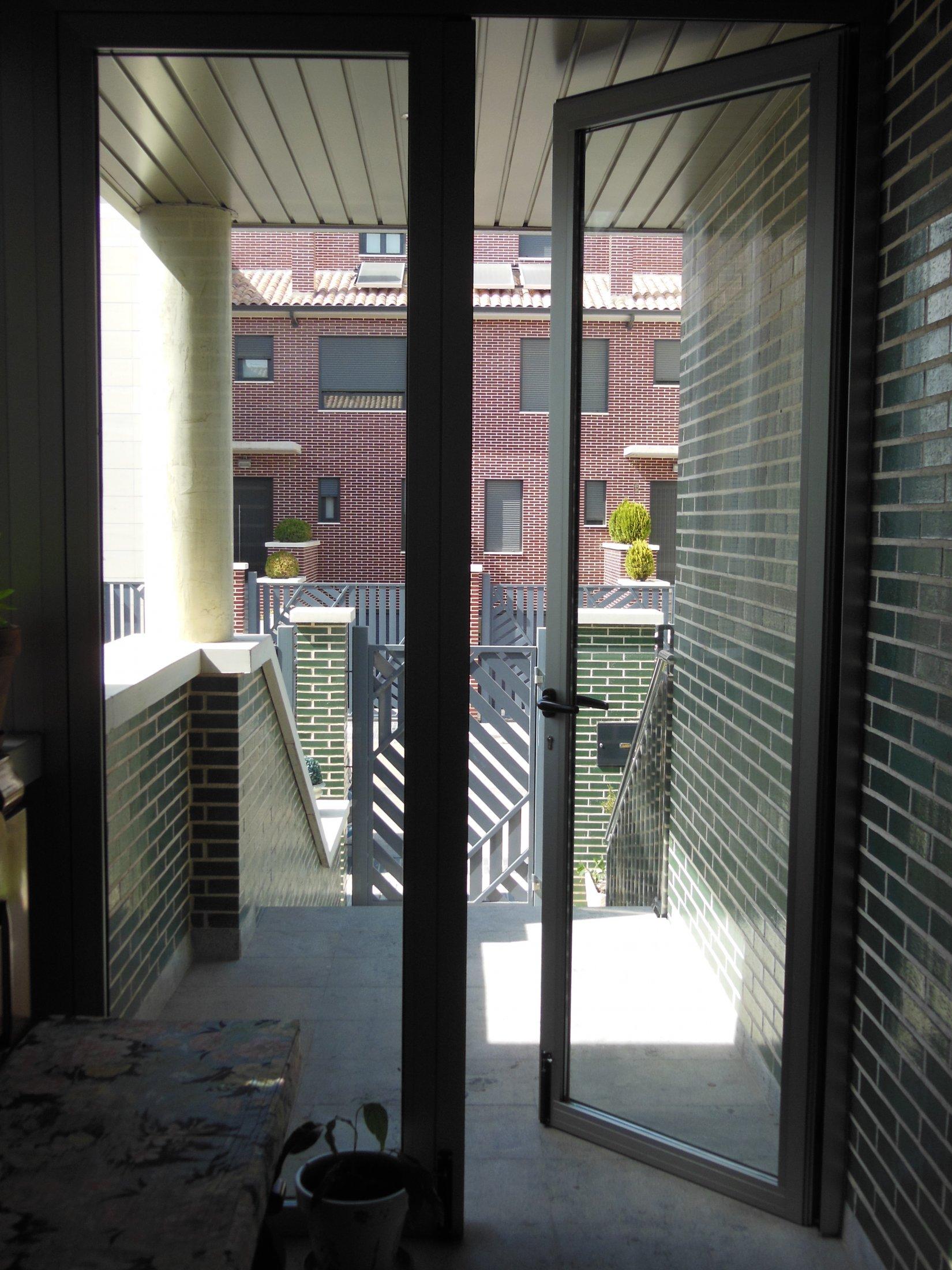 Puerta Entrada Abierta Dentro