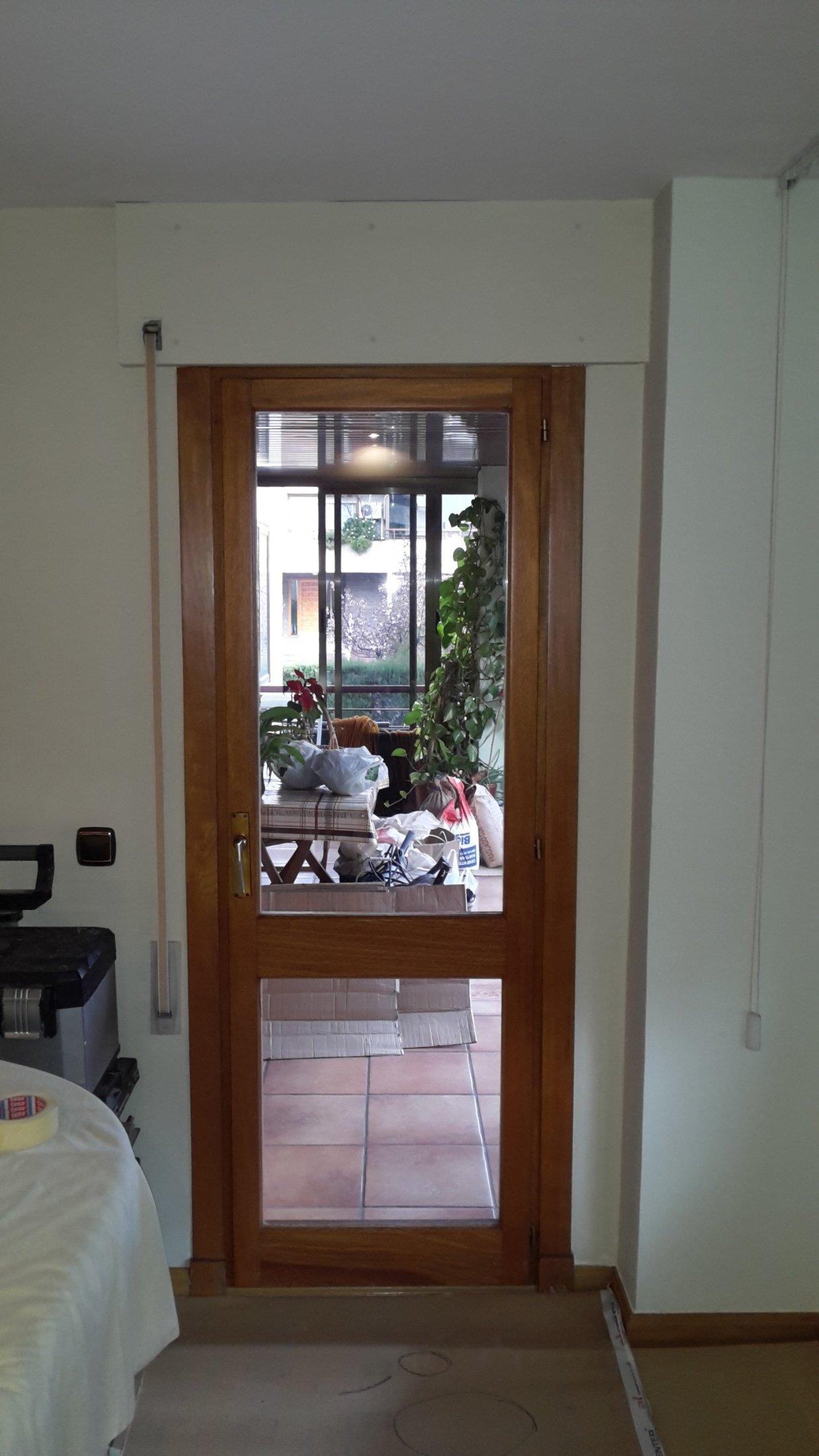 puerta vieja madera montajes de aluminio dg