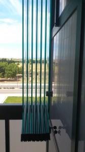 Cortina de vidrio abierta