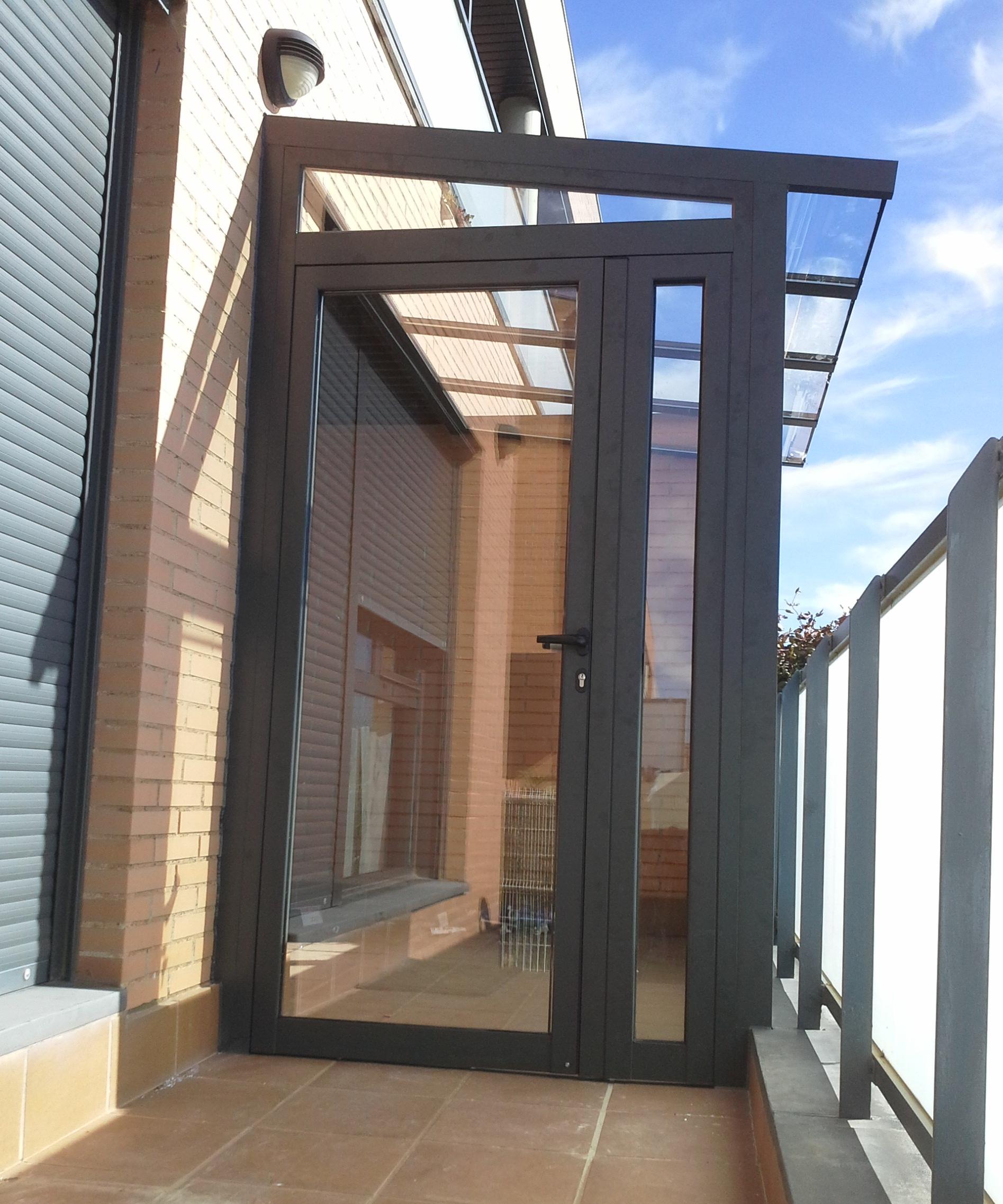 Montaje de cerramiento de aluminio montajes de aluminio dg for Puertas para cerramientos