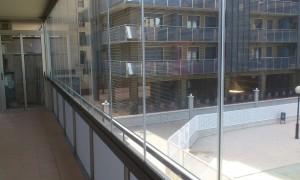 Cortina de vidrio izq