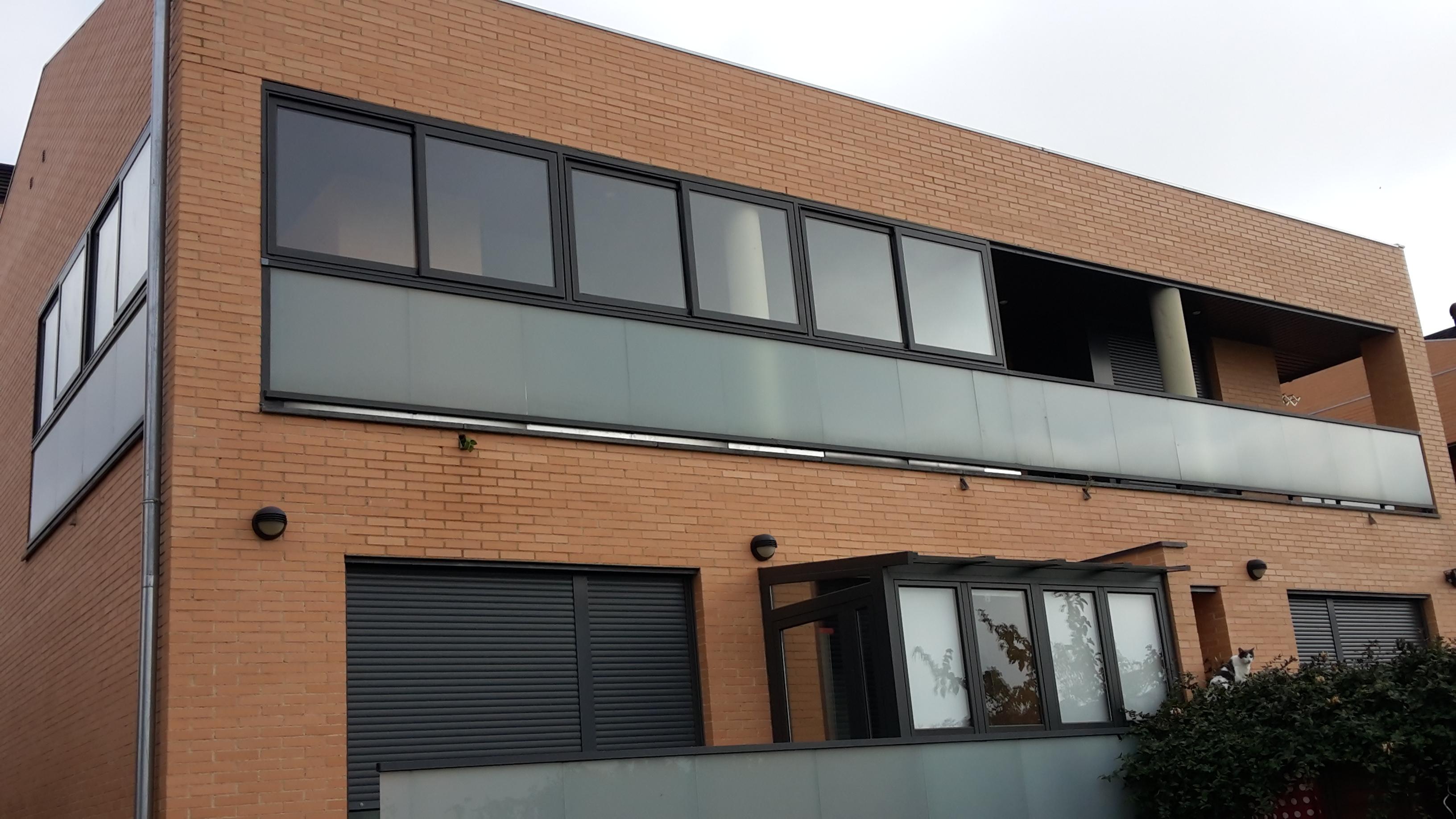 Cerramiento de aluminio en galeria montajes de aluminio dg - Cerramiento de galerias ...